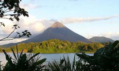 Vulcao e Lago Arenal Paraisos da Floresta Tropical Costa Rica